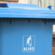 blauwe papiercontainers o